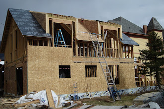 Photo: Exterior sheathing and roofing underlayment happening at the same time.