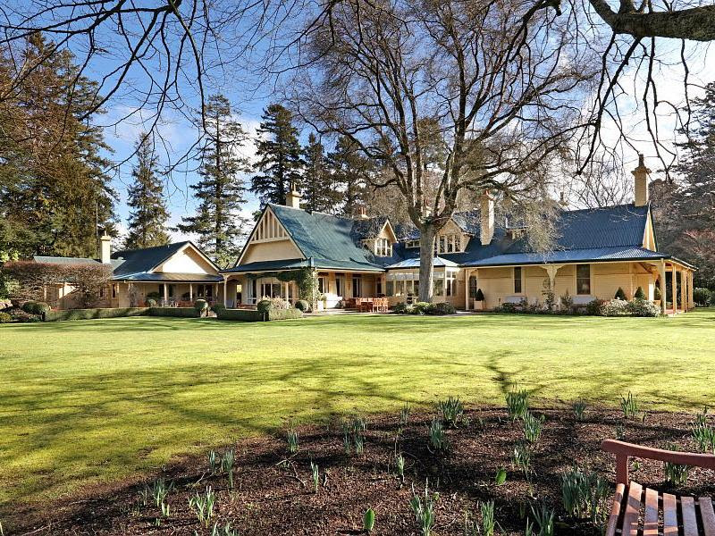 Front gardens of Sefton, Mount Macedon