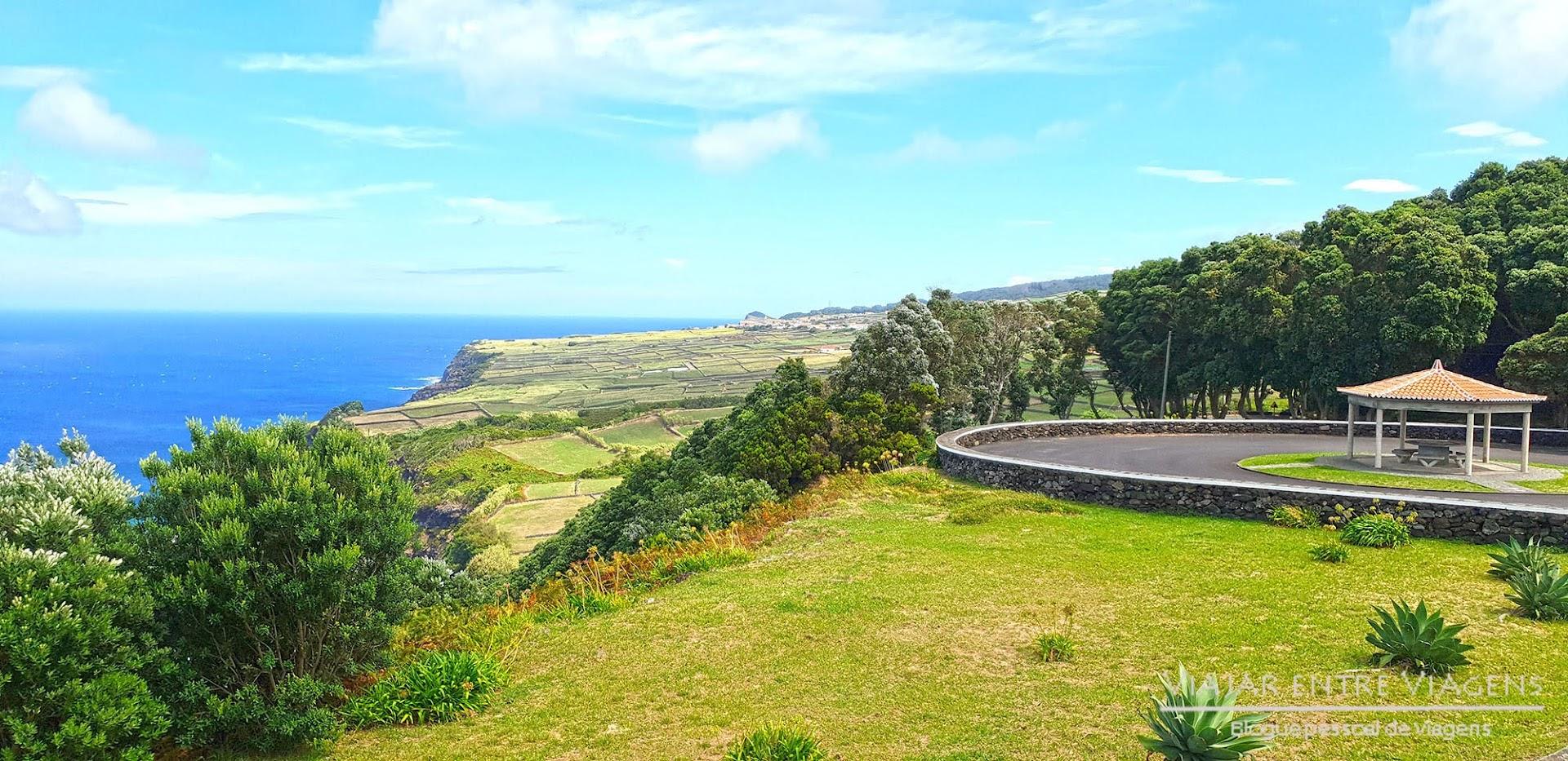 Contemplar as vistas do Miradouro da Serreta, na ilha Terceira