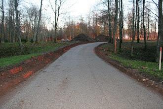 Photo: Dviračių ir pėsčiųjų takas po grunto stabilizavimo cheminiu priedu UPD ir 2% cemento. Dėvimasis sluoksnis - 5/8 frakcijos dolomito skalda.2010 spalis