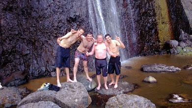 Photo: Rafraichissement sous la cascade