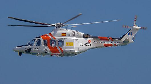 Trasladan en helicóptero a la capital un herido de un velero en Almerimar