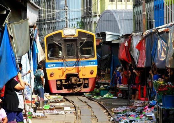 Mercado Ferroviário de Maeklong