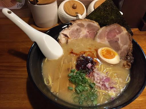 湯頭非腸濃郁,很日式 麵條的軟硬也可挑選 我也很喜歡他們煮的麵條唷!