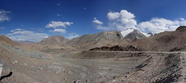4600 m: Die letzten Serpentinen vorm  Ak-Baital Pass. .