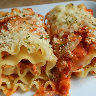 Chicken Parmesan Lasagna Rolls.