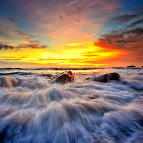Silence of the light by Hendri Suhandi - Landscapes Waterscapes ( bali, sunset, sunrays, beach, sunrise, landscape, sun )