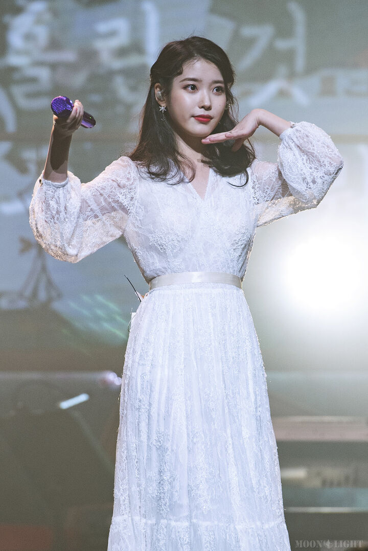 iuwhitegowns_10th anniversary concert 2019
