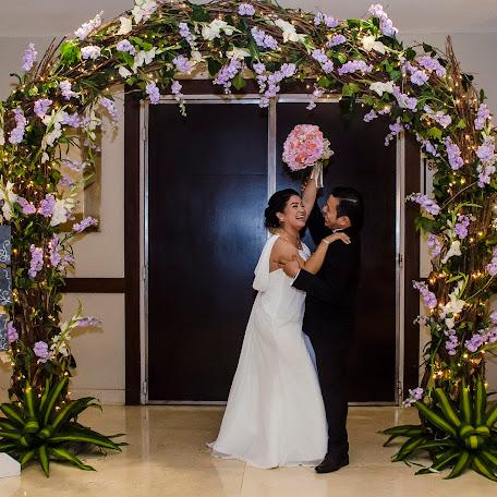 Wedding photographer Daimler Ferrera (WeddingLives). Photo of 15.10.2017