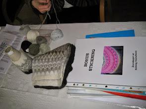 Photo: Solveig Gustafsson hade populära workshops i fantastiska tekniken bohusstickning.