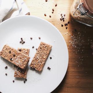 Delicious + Easy No Bake Granola Barsfeatured