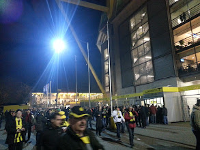 Photo: Die 65.413 Zuschauer sind schon unterwegs