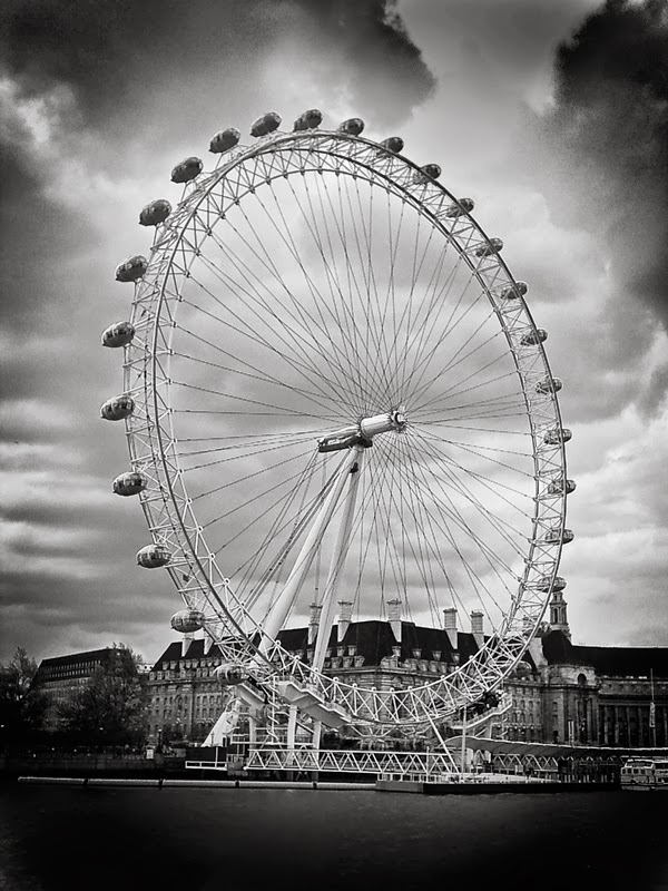 Photo: The London Eye from mid-Thames. - May 2004