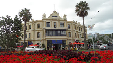 Photo: Devonport has many homes, businesses, and the Royal New Zealand Navy.  The elegant Esplanade Hotel was built in 1890.