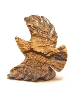 Flygande örn, staty i flera stensorter