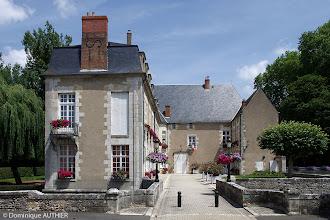 """Photo: Hôtel de ville de Briare : ancien château des """"Seigneurs du canal de Loyre en Seine"""", ancienne forteresse médiévale entièrement remaniée au XVIIIe siècle."""