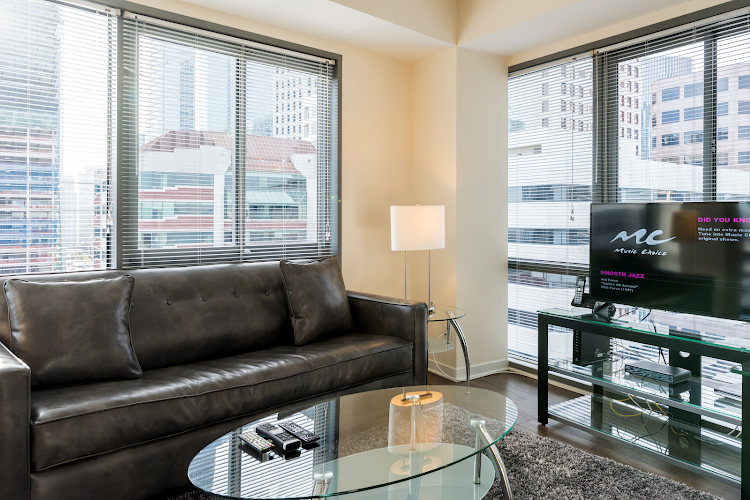 Cosy living room in Global Luxury Suites at Howard Street