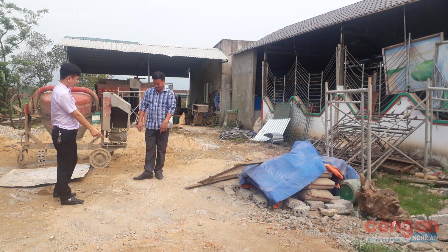 Người dân xã Quỳnh Tam phản ánh với PV việc bị mất đất khi nâng cấp huyện lộ thành Tỉnh lộ