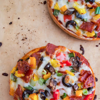 SUPREME PIZZA BAGELS