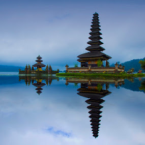 Ulundanu Temple by Victor Lin - Landscapes Travel
