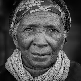 The woman from Madagascar by Jan Egil Sandstad - Black & White Portraits & People ( madagaskar 2016 )