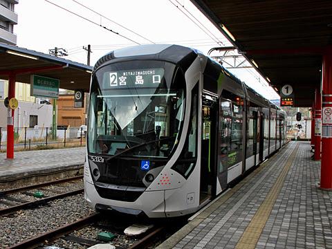 広島電鉄 5200形「グリーンムーバーAPEX」_02