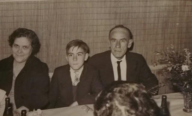 Foto familiar del matrimonio con su hijo Manuel.