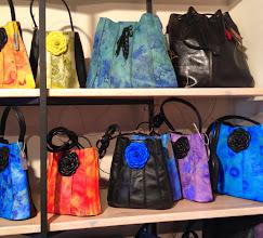 Photo: ...shoppa loss på vackra ting som här väskor som gick att finna i gemytliga Katarinapassagen...