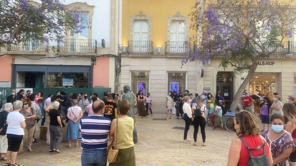Concentración contra la violencia machista en la Puerta de Purchena.