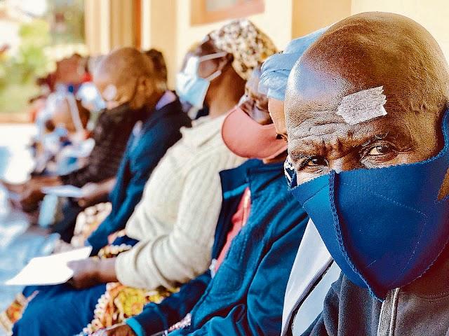 Algunos de los 400 pacientes operados de cataratas, a los que se les ha devuelto la visión.