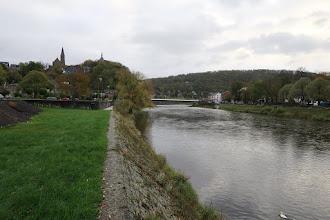Photo: L'Ourthe, le pont d'Esneux, l'église St Hubert et le château Le Fy