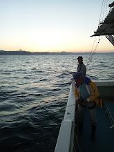 """Photo: 本日は、近海ジギング!いつも餌釣りでお越しいただいている""""イノウエさん""""と""""クマガイさん""""もジギング&タイラバに参加!"""