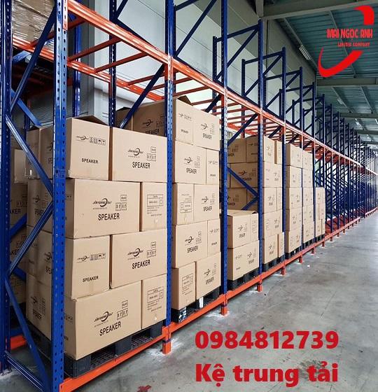 Kệ trung tải với khả năng lưu trữ hàng hóa 1000kg