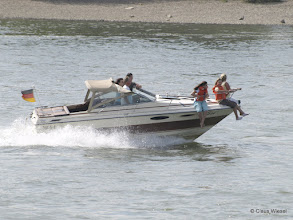 Photo: Boot im Rhein bei Linz