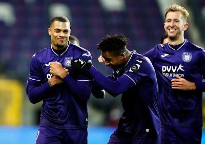 Anderlecht, réduit à 10, se fait peur mais confirme face à Ostende