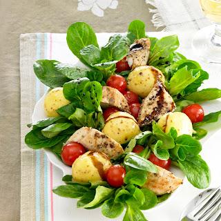 Feldsalat mit Hähnchenbruststreifen
