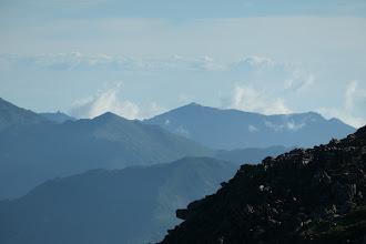 左にオベリスク、中央に観音岳など