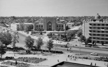 Photo: Площадь Чорсу. Здание медресе Кукельдаш. Ташкент. Май 1976 года.