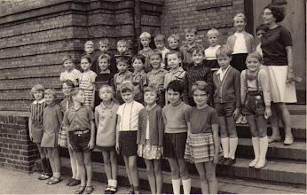 Photo: Klasse 1c 1968/69 zum Schuljahresende