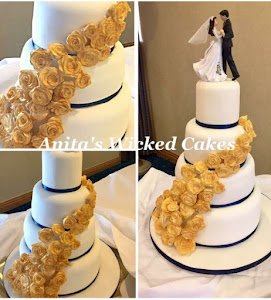 A gold rose wedding cake