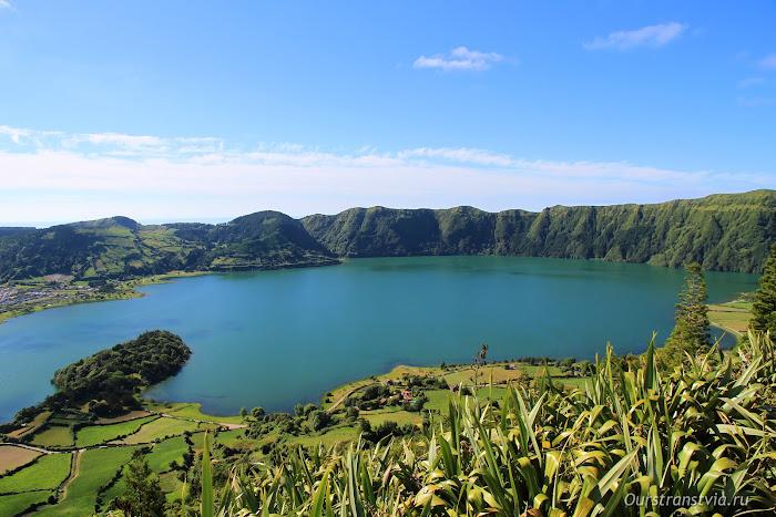 Озера в Сете Сидадеш - достопримечательности острова Сан Мигель, Португалия