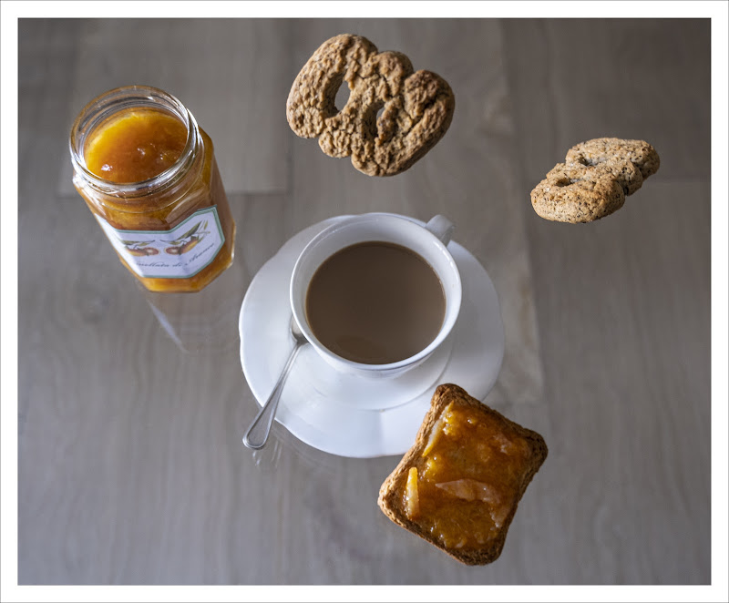 Tuffi a colazione  di AnnieMorgan