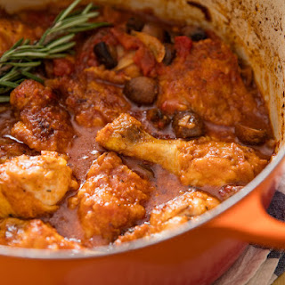 Chicken Cacciatore With Mushrooms, Tomato, and Onion