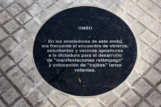 Photo: Marcas de la Memoria (10) Ombú de Ramón Anador. Lugar de frecuentes manifestaciones populares. Placa conmemorativa.