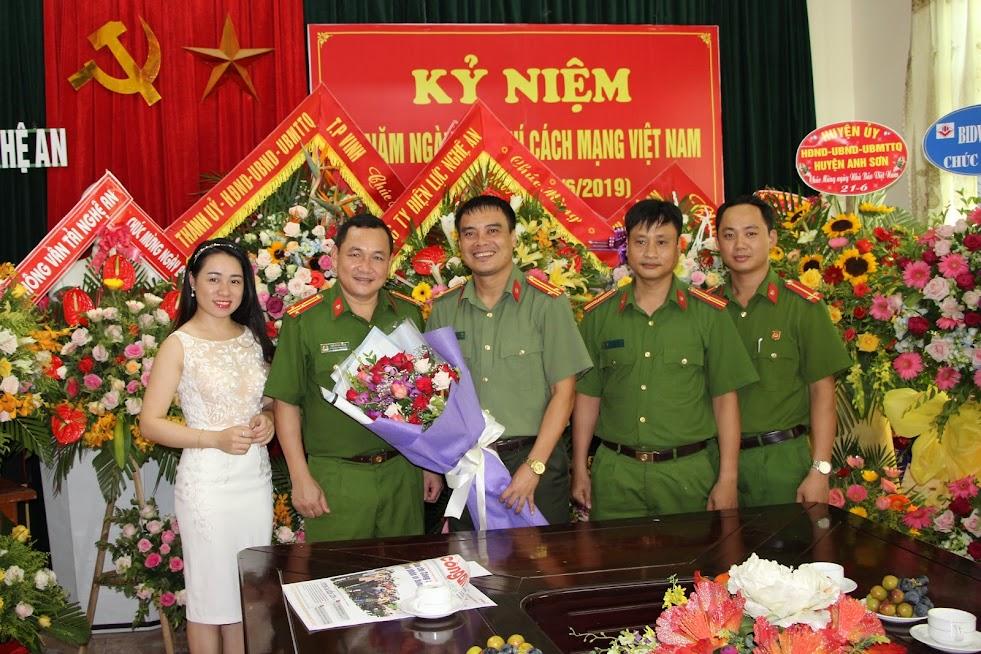 Phòng Cảnh sát cơ động Công an tỉnh chúc mừng Báo Công an Nghệ An