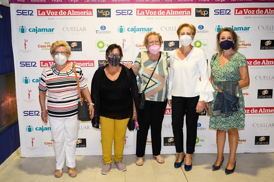 Costureras de Abla: Mª Ángeles Morales, Teresa del Carmen Martínez, Teresa Martínez, Rosalía García, que recogió el premio Sociedad, y Rosa María Rodríguez.