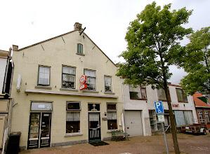 Photo: Serie Op Cafe. Cafe Voorwaarts in Nieuw Vossemeer: Bij Willy en Herman Buijs voelt iedereen zich thuis. Foto en tekst: Leon Krijnen