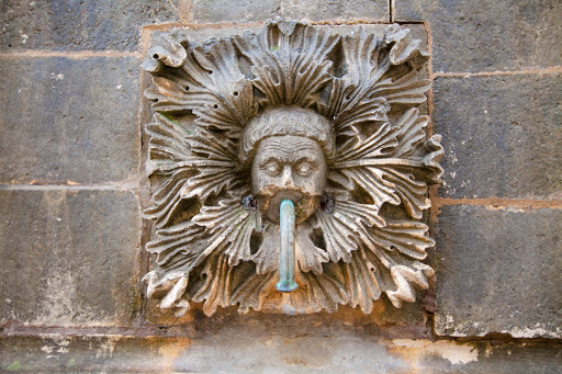 Dubrovnik-wall-sculpture.jpg - A sculpture affixed to a water fountain in Old Dubrovnik.