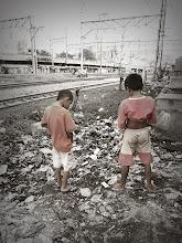 Photo: Little man piss at Jakarta Indonesia オトコに生まれたかった~ と思わせる 数すくない光景のひとつ