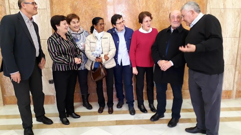 Algunos de los homenajeados tras un encuentro ayer con el subdelegado.